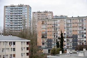 Le quartier MAUREPAS à Rennes avec son centre commercial Gros Chêne et ses tours d'immeubles