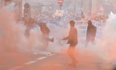 rennes.en-direct-10-000-manifestants-le-centre-en-etat-de-siege_1