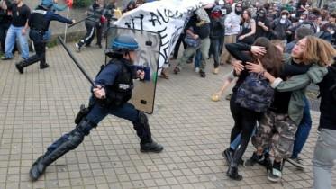 un-crs-lors-d-une-manifestation-a-bordeaux-le-17-mai-11543690eeyup_1713